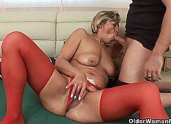 Amateur Grandma Dildo Fucking her tight pussy