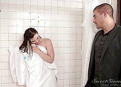 Amateur woman sucks her boyfriend in the shower