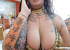Chubby chick pleasures herself on bed