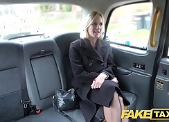 Black milf gets pussy fucked in taxi